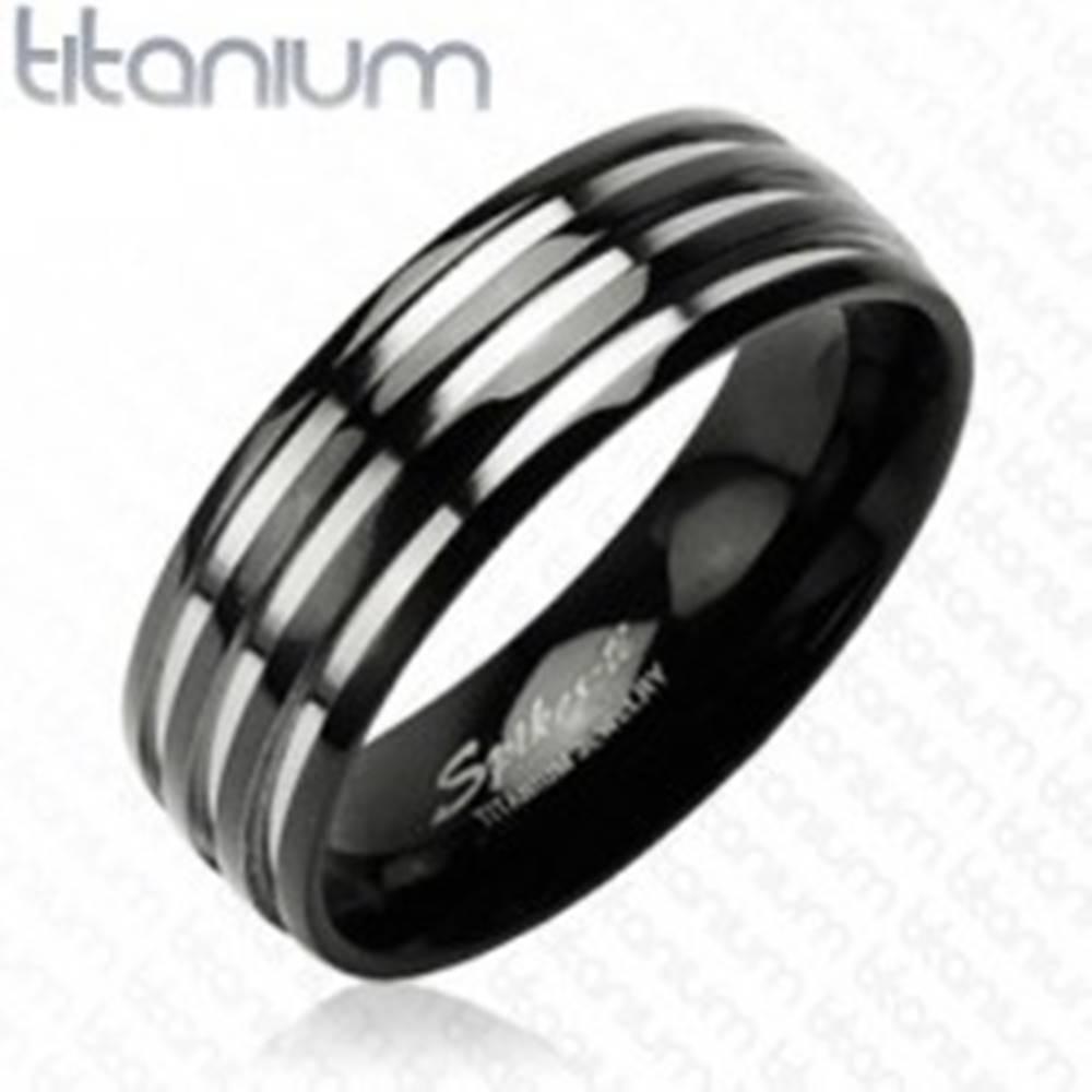 Šperky eshop Titánová obrúčka - s troma  pruhmi striebornej farby, čierny - Veľkosť: 49 mm