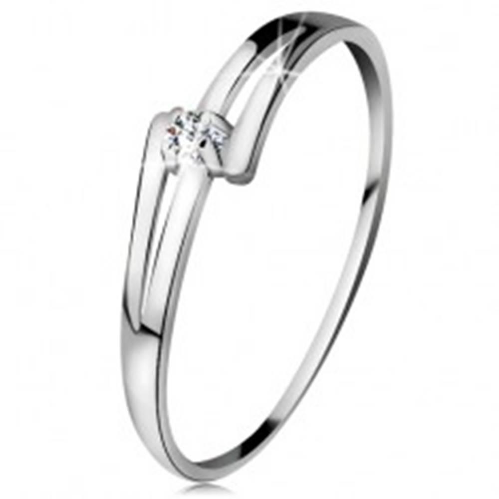 Šperky eshop Briliantový prsteň v bielom 14K zlate - rozdelené lesklé ramená, číry diamant - Veľkosť: 49 mm
