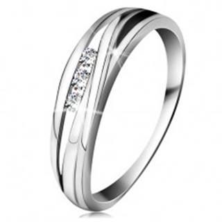 Briliantový prsteň z bieleho 14K zlata, zvlnené línie ramien, tri číre diamanty - Veľkosť: 49 mm
