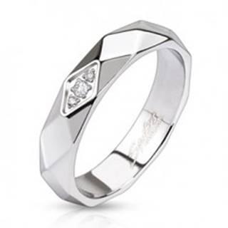 Lesklý oceľový prsteň - pás z kosoštvorcov, zirkóny - Veľkosť: 49 mm