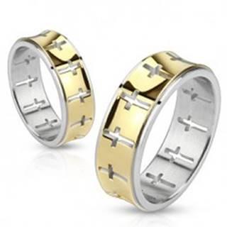 Oceľový prsteň - pásik zlatej farby s vyrezanými krížmi - Veľkosť: 49 mm