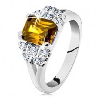 Prsteň striebornej farby, žltý obdĺžnikový zirkón, číre zirkóniky - Veľkosť: 49 mm