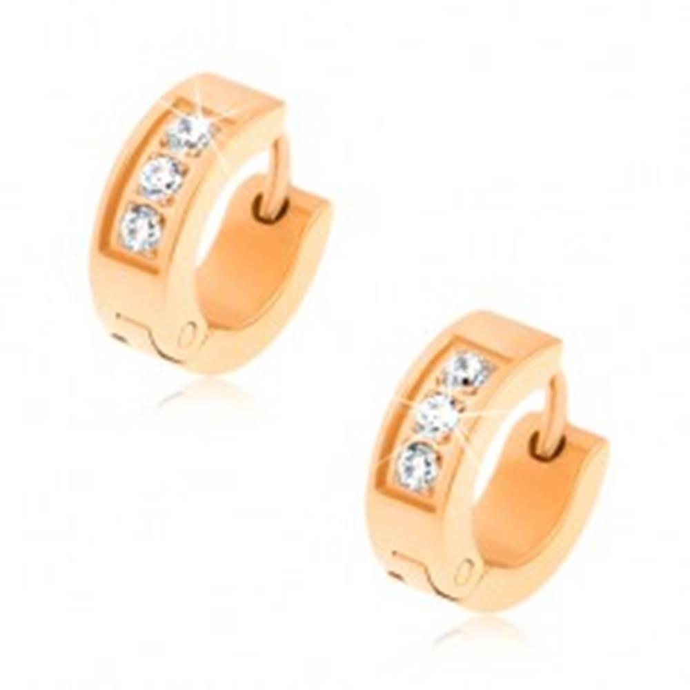 Šperky eshop Oceľové náušnice - zlatá farba, tri číre zirkóny, ozdobné gravírovanie