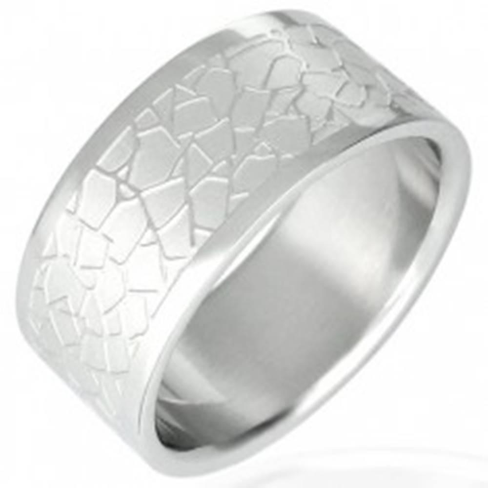 Šperky eshop Oceľový prsteň - nepravidelný dlaždicový vzor - Veľkosť: 51 mm