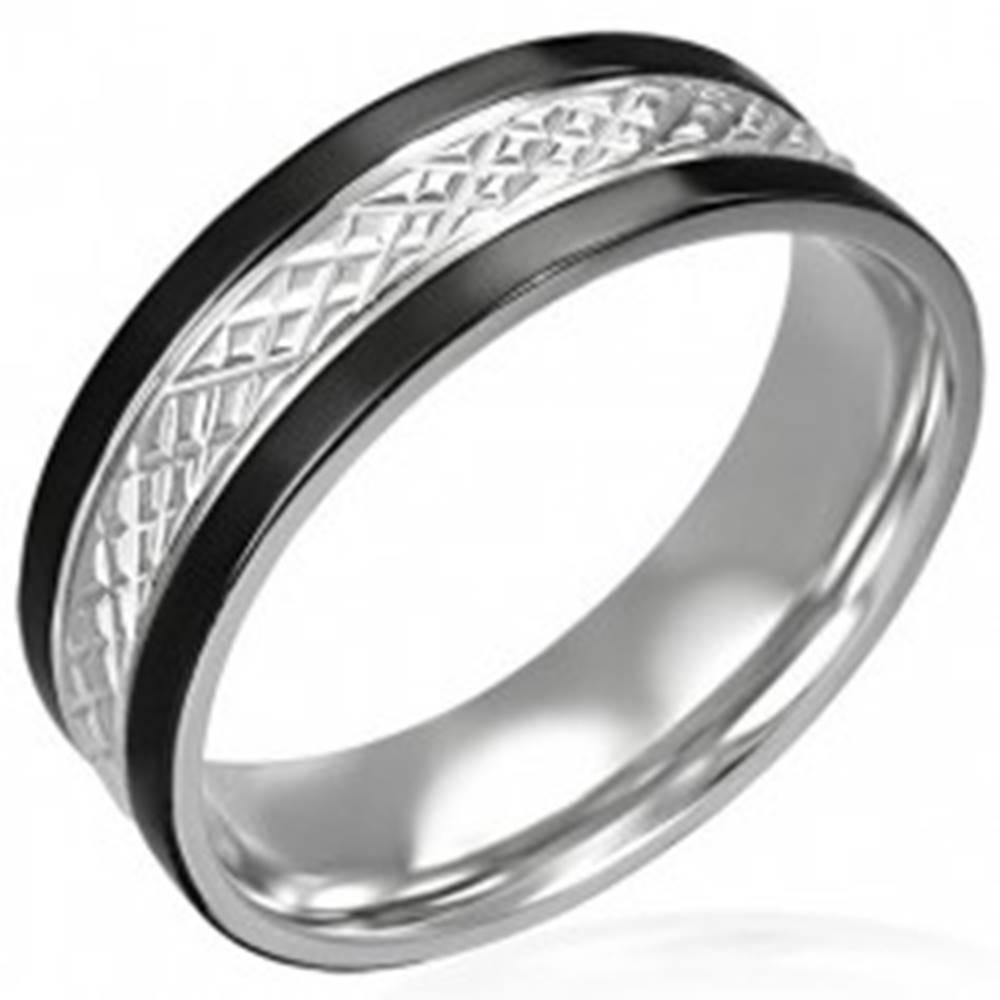 Šperky eshop Oceľový prsteň s čiernymi pásmi po okrajoch - Veľkosť: 54 mm