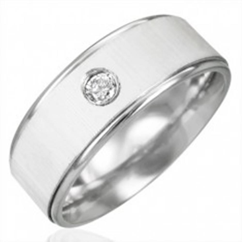 Šperky eshop Prsteň z chirurgickej ocele so zirkónom - saténový lesk - Veľkosť: 53 mm