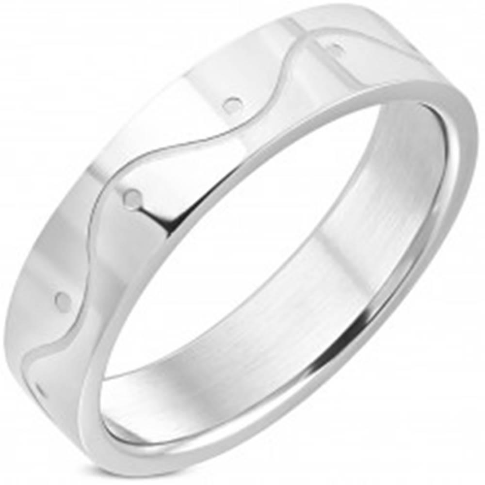 Šperky eshop Prsteň z chirurgickej ocele striebornej farby - vlnka, 6 mm - Veľkosť: 54 mm