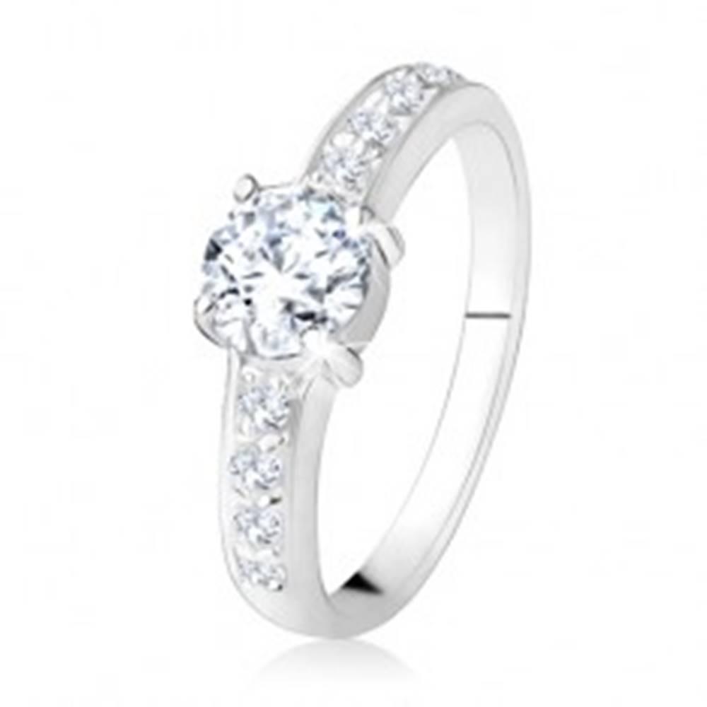 Šperky eshop Prsteň zo striebra 925, číre rovné línie so zirkónmi, brúsený číry kameň - Veľkosť: 49 mm
