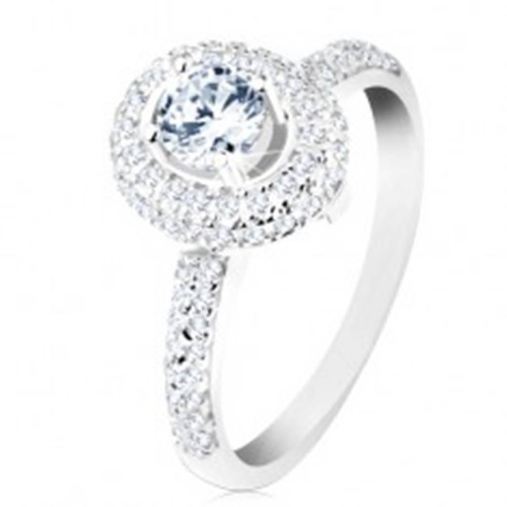 Šperky eshop Prsteň zo striebra 925, lesklé ramená, okrúhly číry zirkón, trblietavý oválny lem - Veľkosť: 50 mm