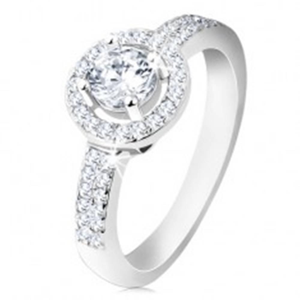 Šperky eshop Strieborný 925 prsteň, široké ramená, ligotavá línia, okrúhla objímka, brúsený zirkón - Veľkosť: 48 mm