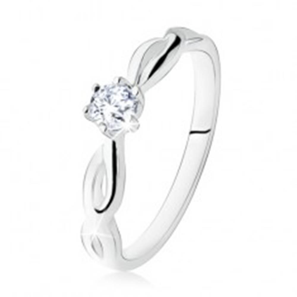 Šperky eshop Strieborný prsteň 925, zásnubný, číry kamienok, špirálovité ramená - Veľkosť: 49 mm