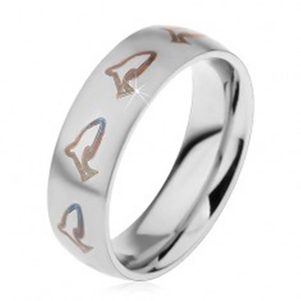 Šperky eshop Matný prsteň z chirurgickej ocele, hnedočierne kontúry delfínov, 6 mm - Veľkosť: 49 mm