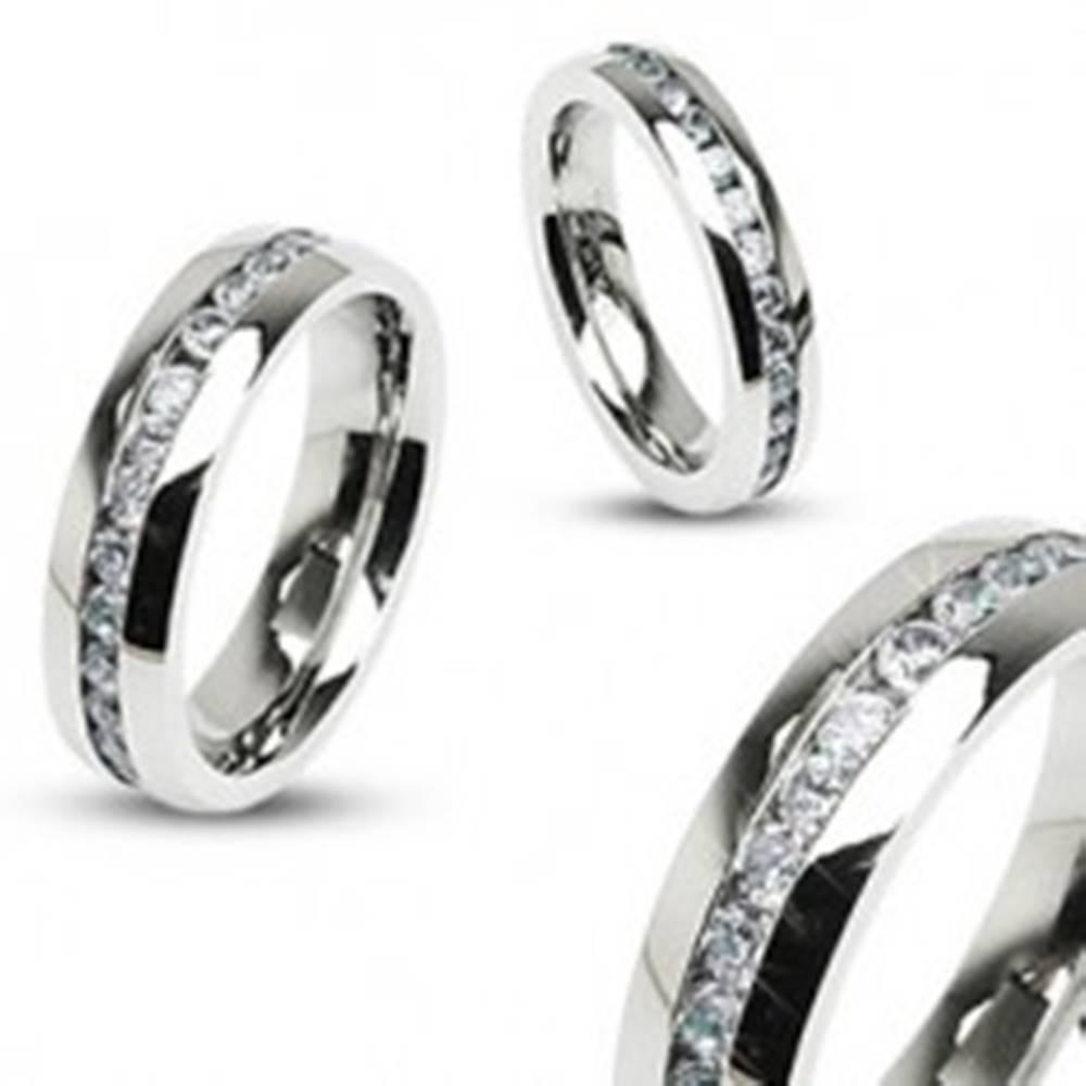 Šperky eshop Obrúčka z chirurgickej ocele striebornej farby, pás čírych zirkónov - Veľkosť: 47 mm