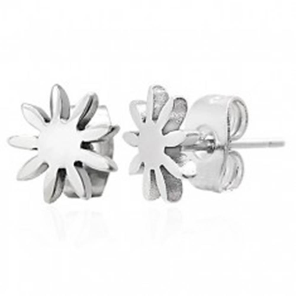 Šperky eshop Oceľové náušnice striebornej farby - lesklý kvietok, puzetky