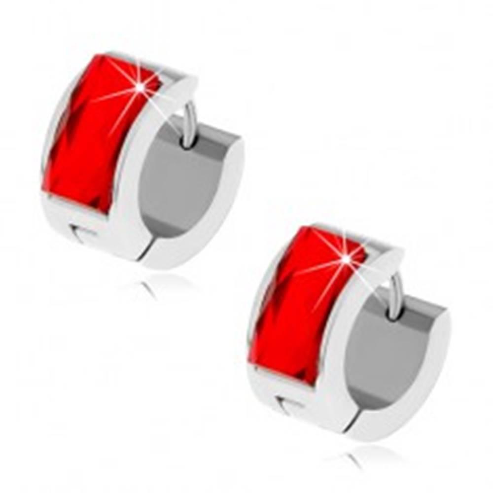 Šperky eshop Oceľové náušnice striebornej farby, rubínovo červený brúsený kamienok