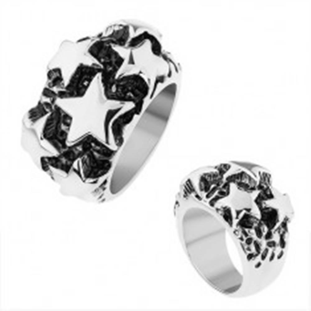 Šperky eshop Oceľový prsteň, lesklé vypuklé hviezdy v striebornom odtieni, čierna patina - Veľkosť: 56 mm