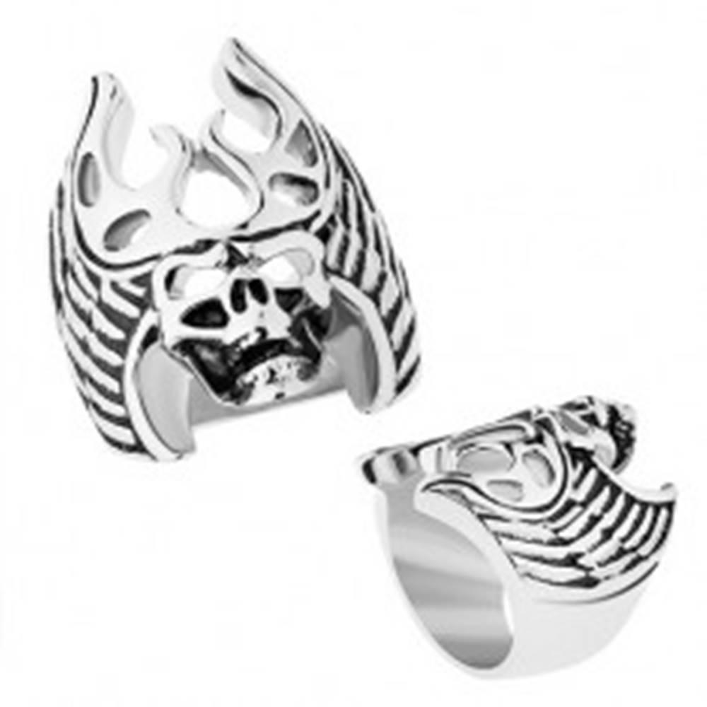 Šperky eshop Oceľový prsteň striebornej farby, čierna patina, lebka - parohy, krídla - Veľkosť: 56 mm