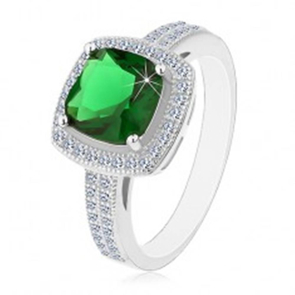 Šperky eshop Ródiovaný prsteň, striebro 925, zelený štvorcový zirkón a číry zirkónový lem - Veľkosť: 54 mm