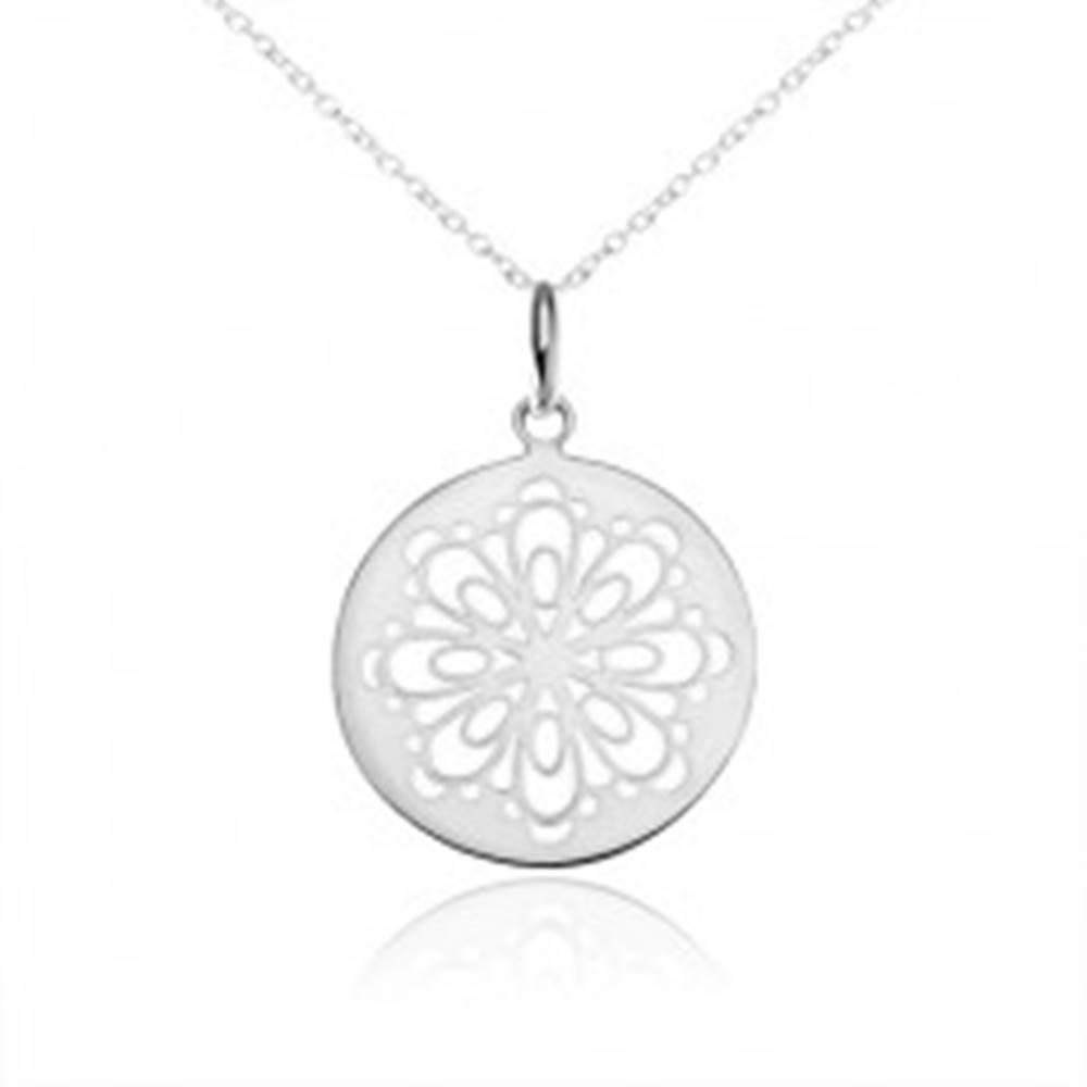 Šperky eshop Strieborný náhrdelník 925, okrúhly prívesok, vyrezaný zdobený kvet