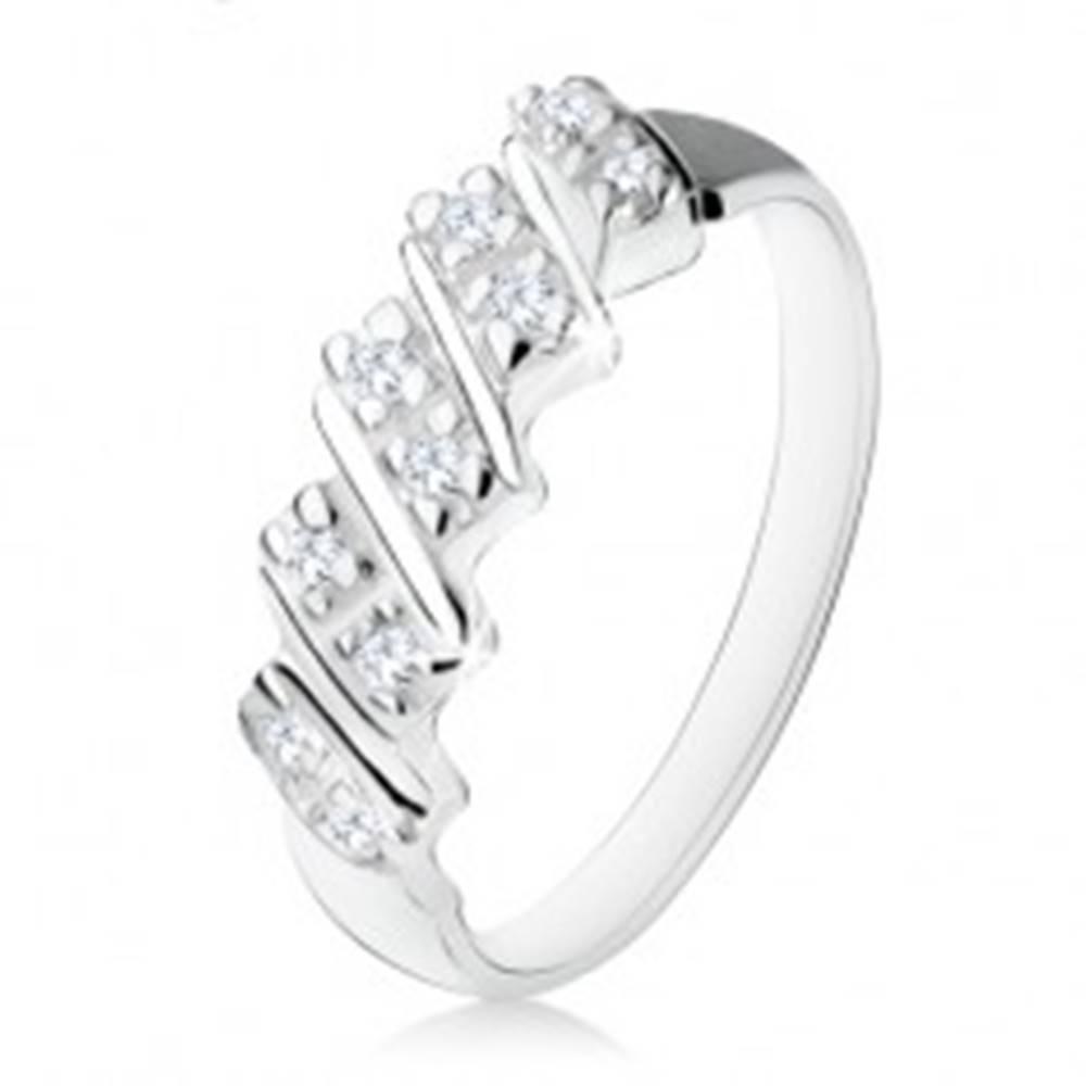 Šperky eshop Strieborný zásnubný prsteň 925, päť šikmých pásikov s čírymi zirkónmi - Veľkosť: 48 mm