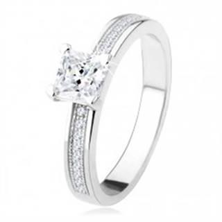 Strieborný zásnubný prsteň 925 - štvorcový zirkón, kamienky na ramenách - Veľkosť: 49 mm