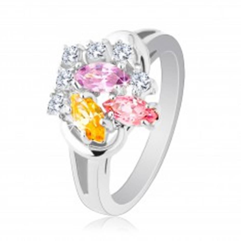 Šperky eshop Ligotavý prsteň, farebné zirkónové zrnká a okrúhle číre zirkóniky, lesklé ramená - Veľkosť: 48 mm