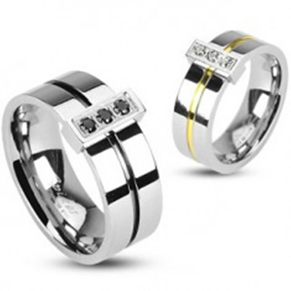 Šperky eshop Prsteň z chirurgickej ocele, 3 zirkóny - Veľkosť: 49 mm
