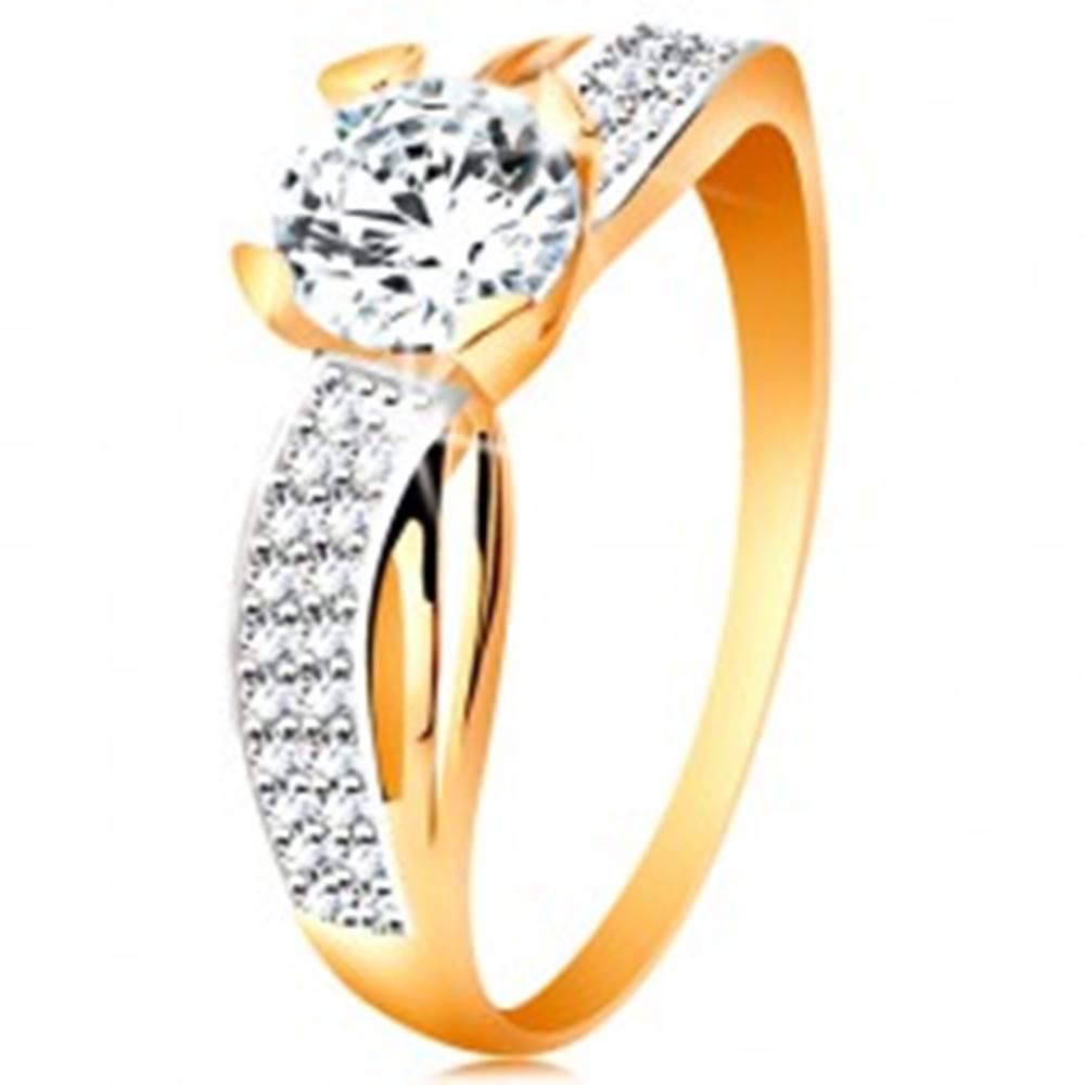 Šperky eshop Prsteň zo 14K zlata - okrúhly zirkón čírej farby, trblietavá línia, úzke výrezy - Veľkosť: 49 mm