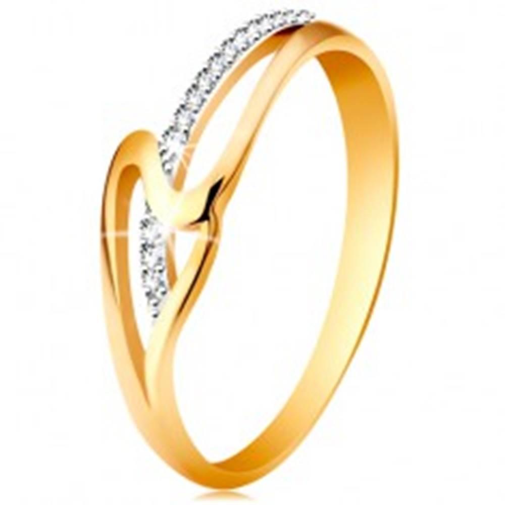 Šperky eshop Prsteň zo 14K zlata, rovné a zvlnené rameno, drobné číre zirkóniky - Veľkosť: 49 mm
