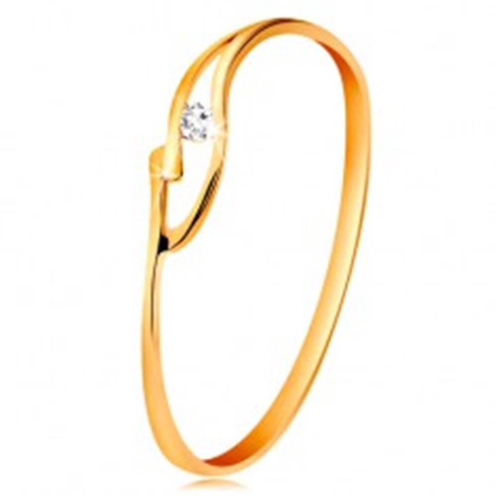 Šperky eshop Prsteň zo žltého zlata 585 s trblietavým zirkónikom, rozdelené zvlnené ramená - Veľkosť: 50 mm
