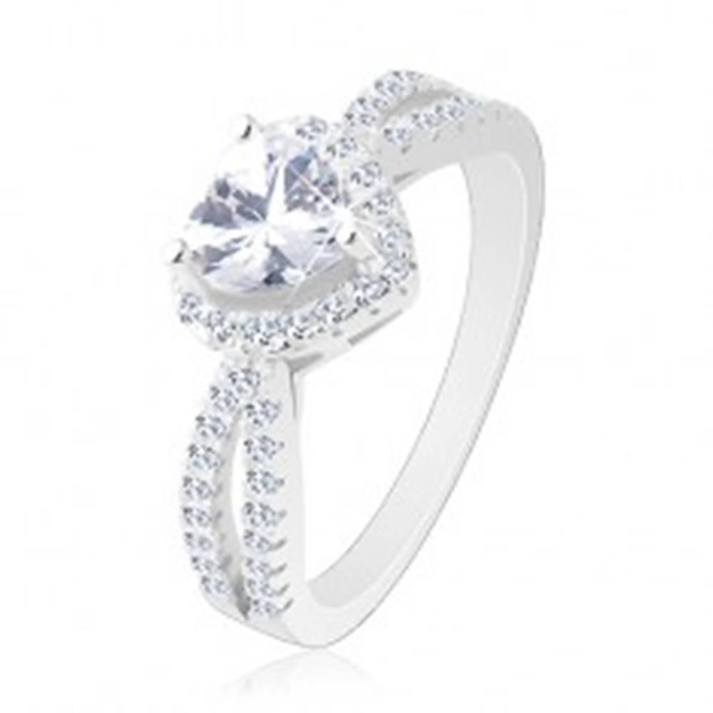Šperky eshop Strieborný prsteň 925, ligotavé zirkónové srdce, rozdvojené číre ramená - Veľkosť: 49 mm