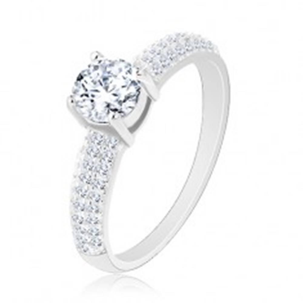 Šperky eshop Strieborný prsteň 925, zirkónové línie na ramenách, okrúhly číry zirkón - Veľkosť: 49 mm