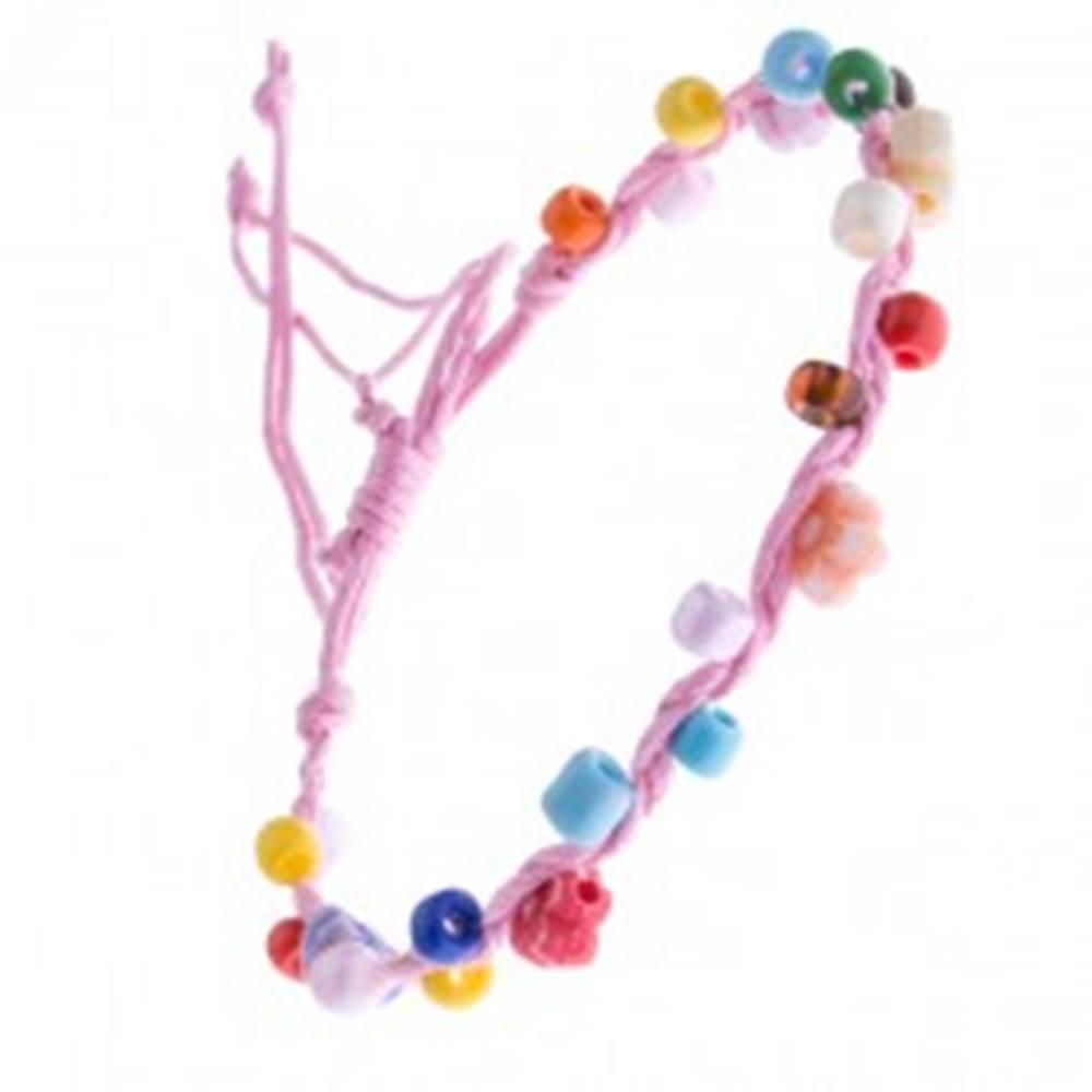 Šperky eshop Svetloružový šnúrkový náramok s farebnými korálkami a kvietkami