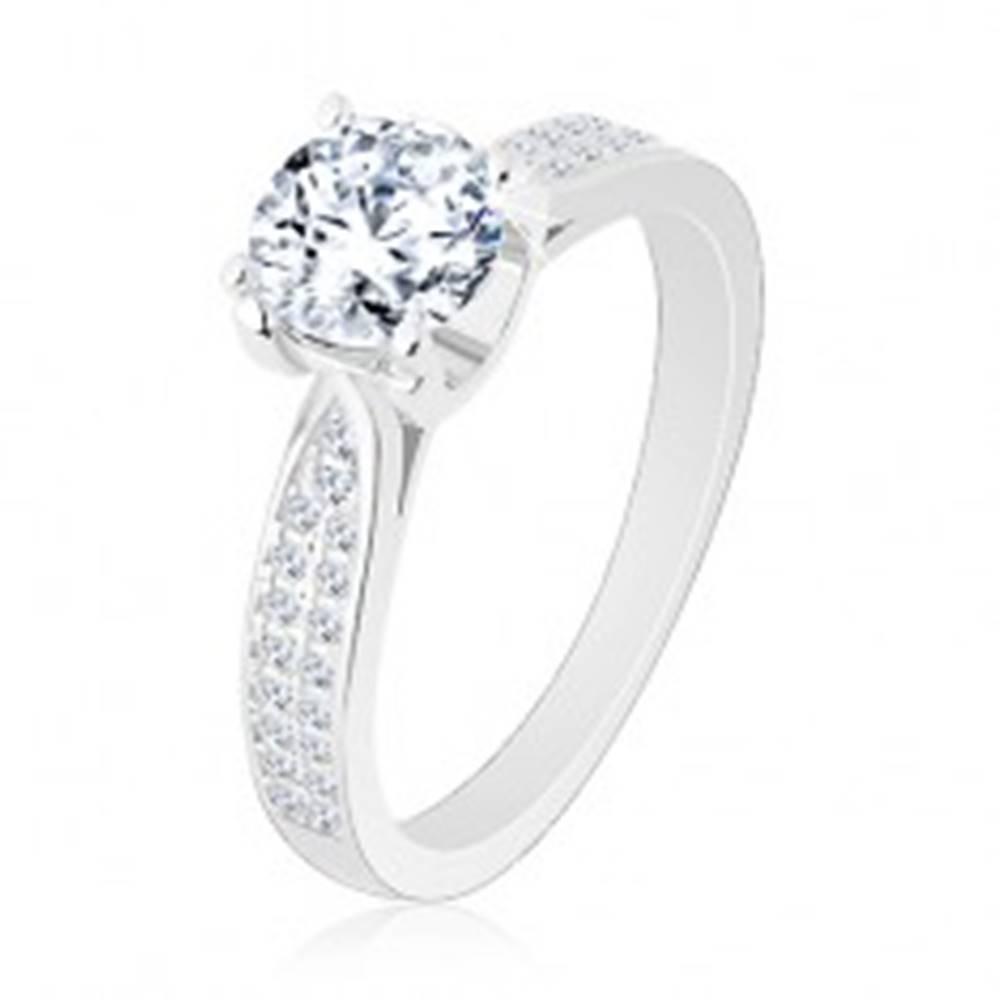Šperky eshop Zásnubný prsteň, striebro 925, zúžené ligotavé ramená, okrúhly zirkón - Veľkosť: 50 mm