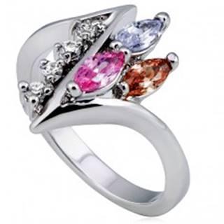 Lesklý prsteň, ostrá zatočená línia s čírymi a farebnými zirkónmi - Veľkosť: 49 mm