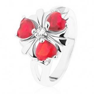 Oceľový prsteň, ligotavý kvet s červenými srdiečkovými zirkónmi - Veľkosť: 52 mm