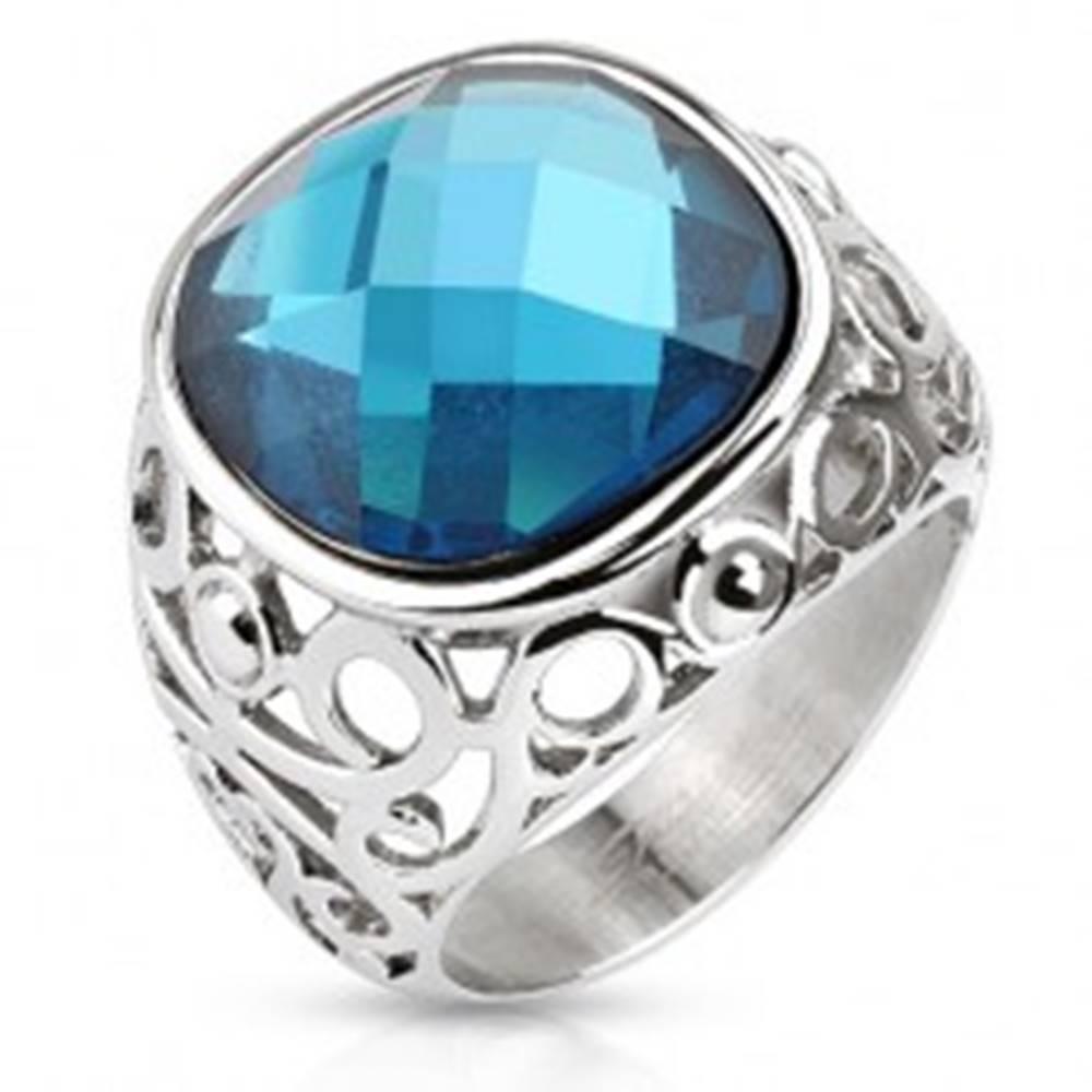 Šperky eshop Oceľový prsteň, ramená zdobené filigránom, modrý brúsený kameň - Veľkosť: 49 mm