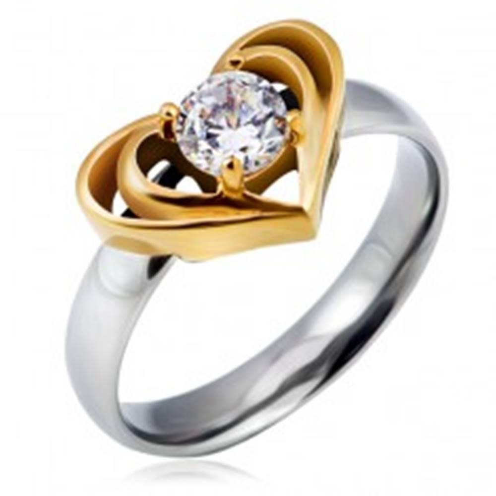 Šperky eshop Oceľový prsteň striebornej farby s dvojitým srdcom zlatej farby, číry zirkón - Veľkosť: 49 mm