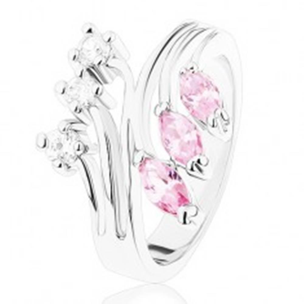 Šperky eshop Prsteň striebornej farby s rozvetvenými ramenami, číre a ružové zirkóny - Veľkosť: 49 mm