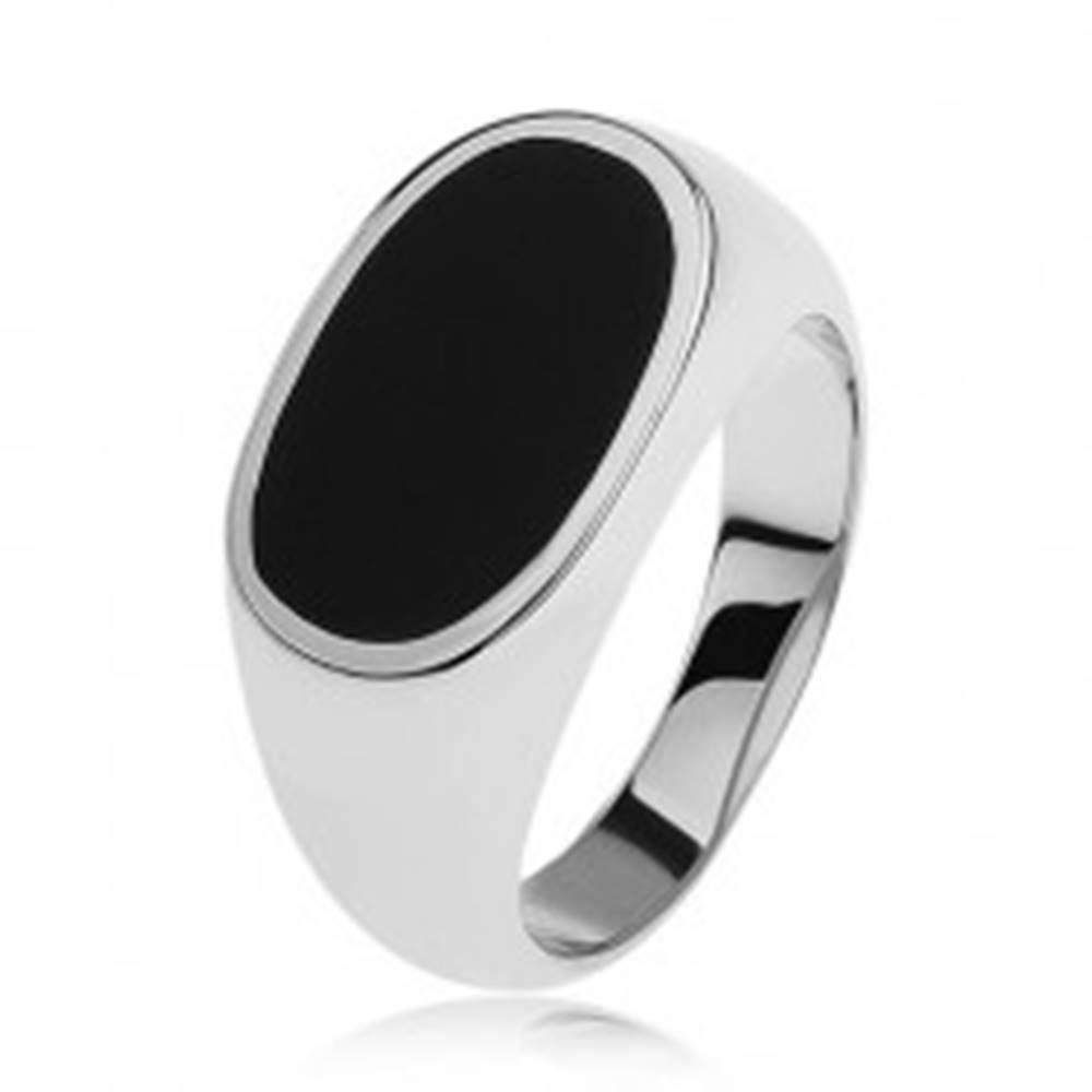 Šperky eshop Strieborný prsteň 925, ovál s čiernou glazúrou, lesklé a rozšírené ramená - Veľkosť: 54 mm
