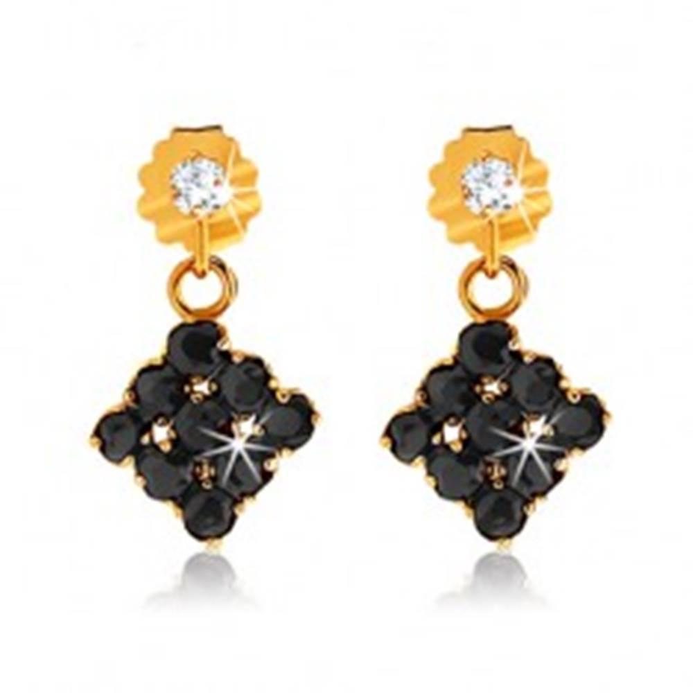 Šperky eshop Zlaté náušnice 375 - kosoštvorce vykladané zafírmi čiernej farby, číry kamienok