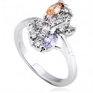 Lesklý prsteň z kovu - strieborná farba, kvet, farebné zirkóny v diagonále - Veľkosť: 51 mm