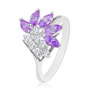 Prsteň striebornej farby, číre zirkóny, zrnká vo fialovom odtieni - Veľkosť: 49 mm