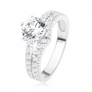 Zásnubný prsteň zo striebra 925 - veľký číry kamienok, rozdvojené zirkónové ramená - Veľkosť: 49 mm