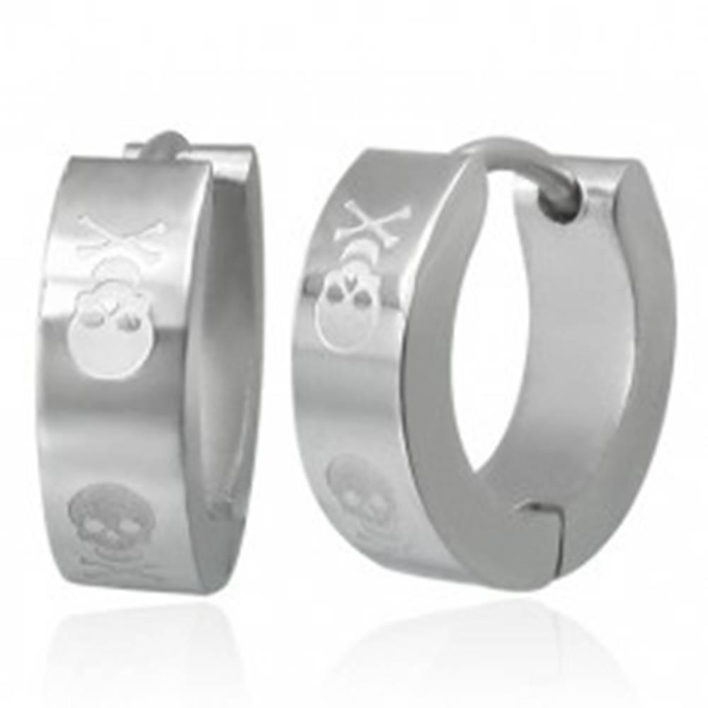 Šperky eshop Kĺbové náušnice z ocele striebornej farby, motív lebky s prekríženými kosťami
