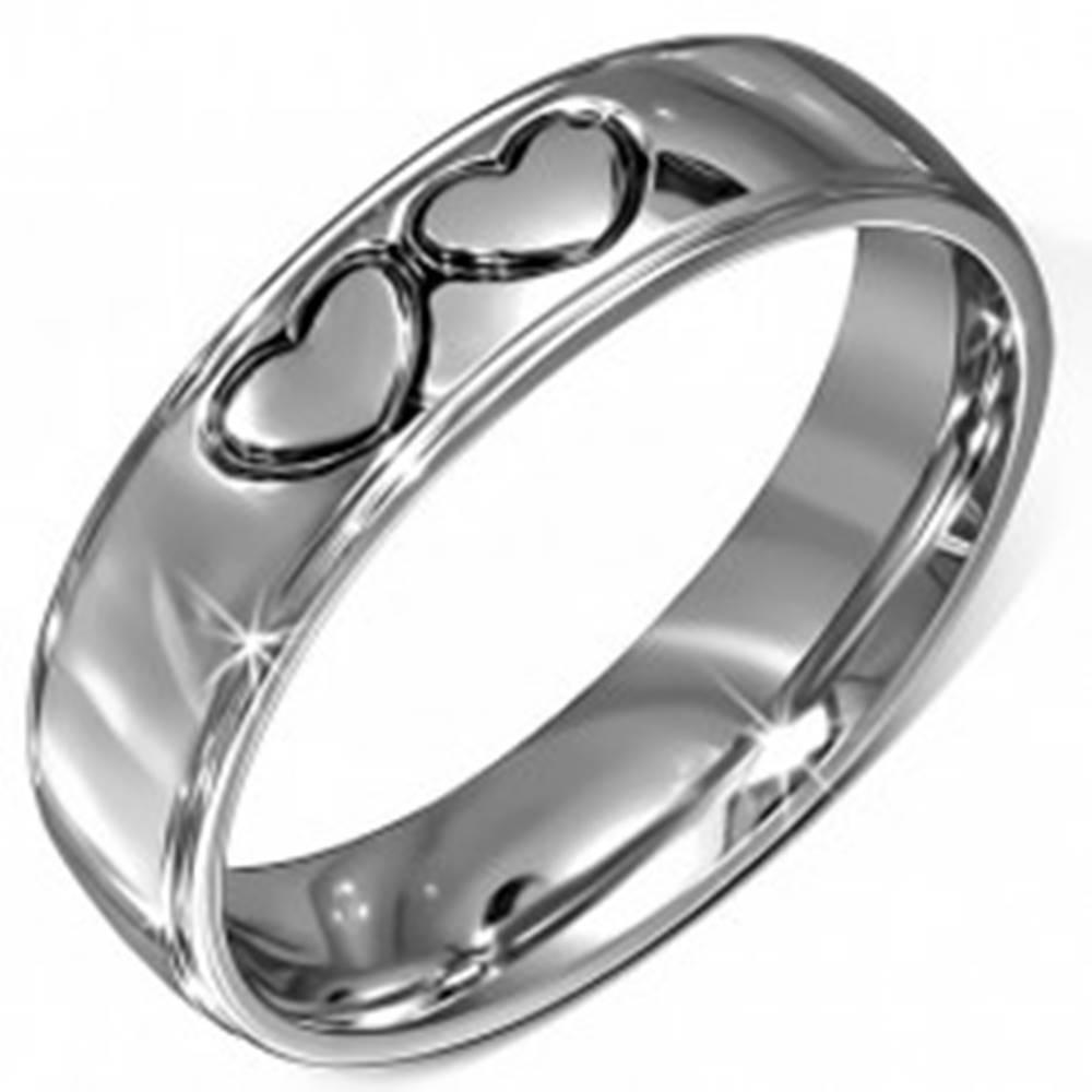 Šperky eshop Lesklá obrúčka z chirurgickej ocele - dve čierne kontúry sŕdc - Veľkosť: 56 mm