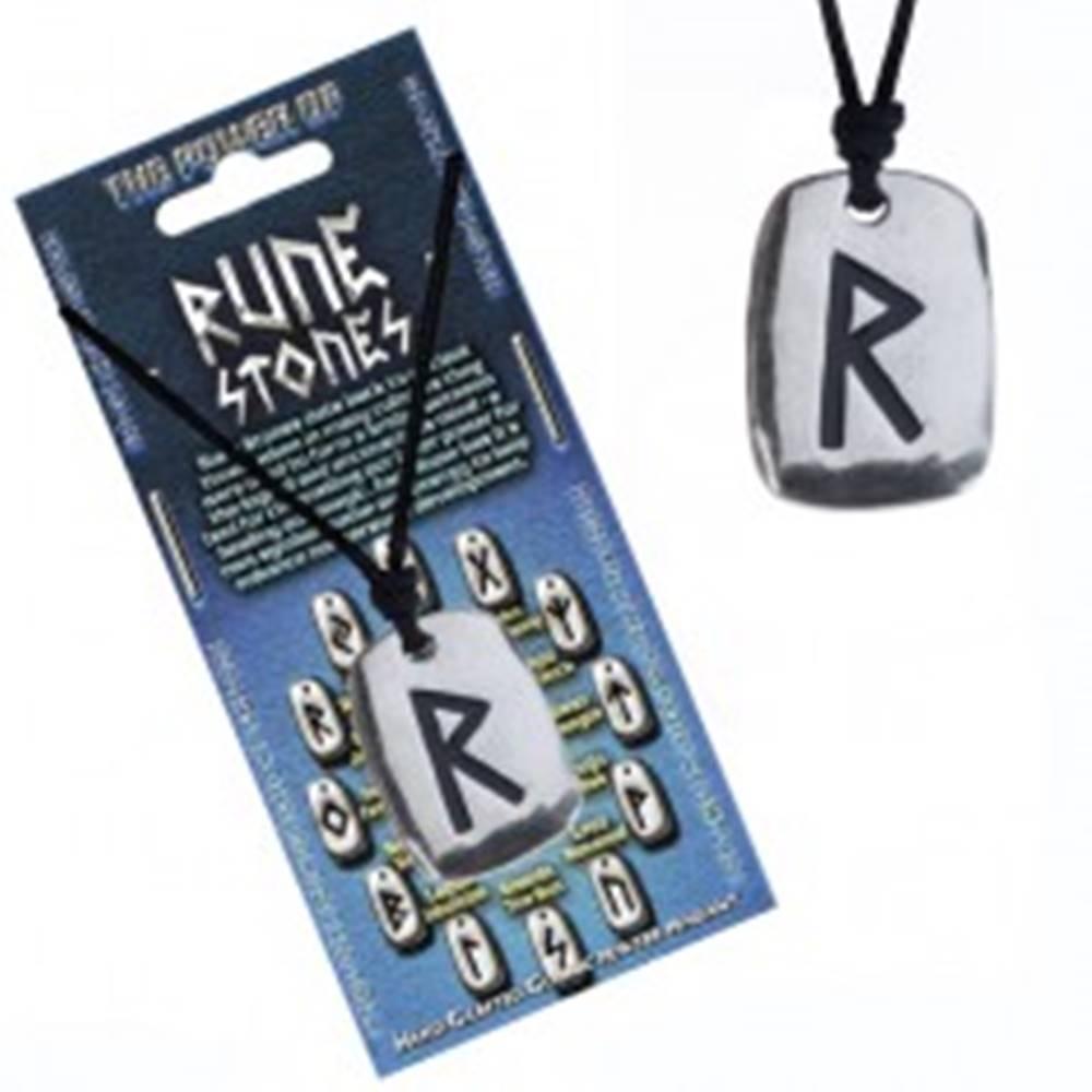 Šperky eshop Náhrdelník na krk so šnúrkou a kovovým štítkom, runa Raido