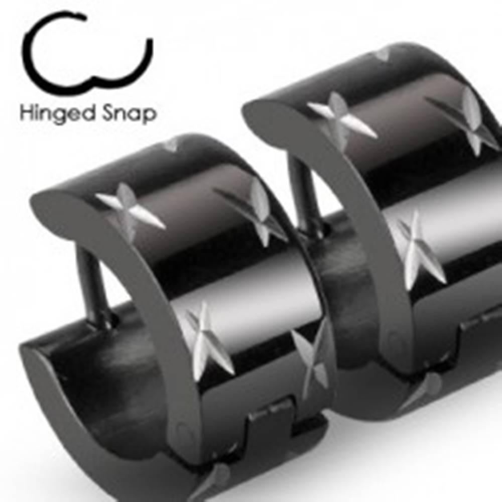 Šperky eshop Okrúhle čierne náušnice z ocele, lesklé krížiky v striebornom odtieni