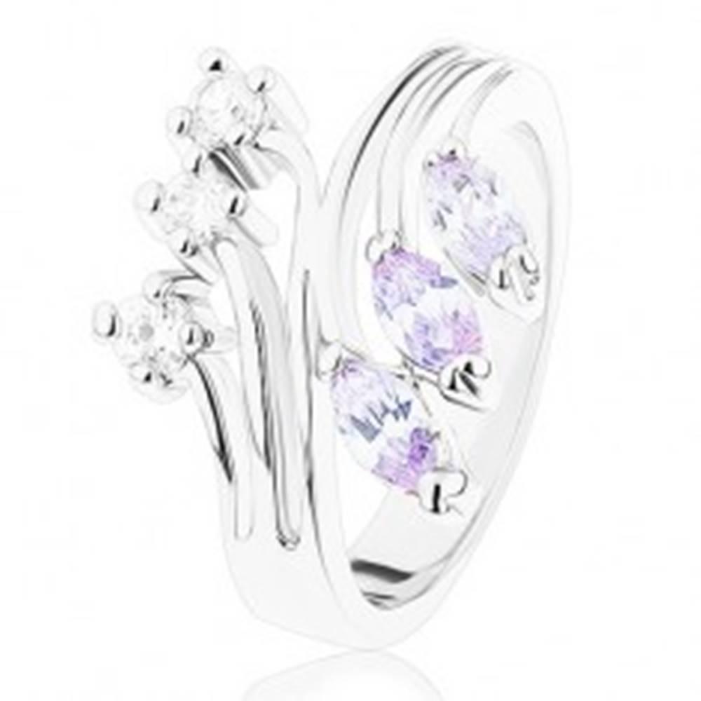 Šperky eshop Prsteň s lesklým rozvetvenými ramenami, číre a svetlofialové zirkóny - Veľkosť: 52 mm
