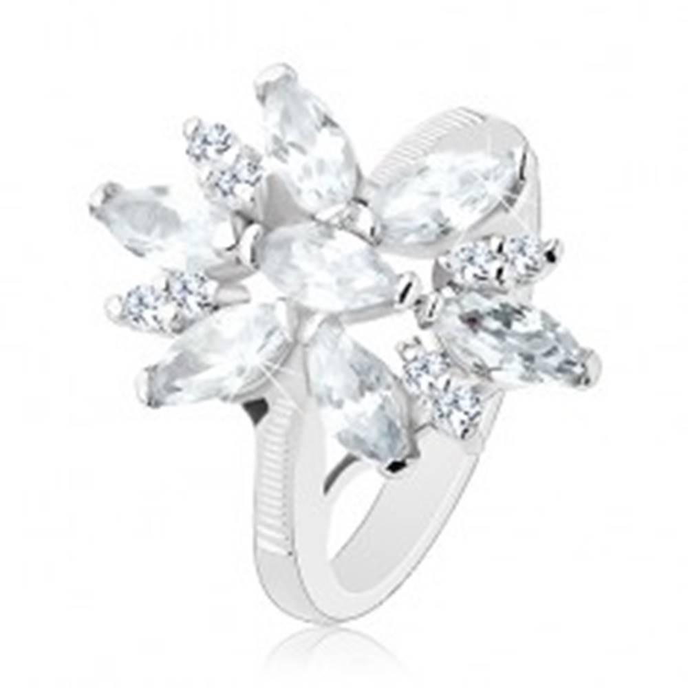 Šperky eshop Prsteň s lesklými ramenami, veľký ligotavý kvet s čírymi lupeňmi - Veľkosť: 49 mm